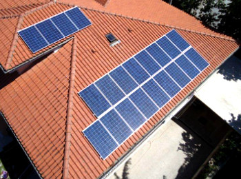 http://www.elettrofotovoltaico.it/wp/wp-content/uploads/2013/09/fotovoltaico.jpg